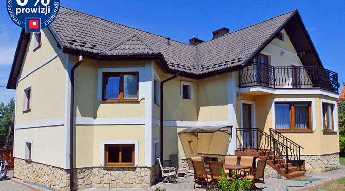 widok od strony ogrodu na ekskluzywną rezydencję do sprzedaży w okolicy Chrzanowa