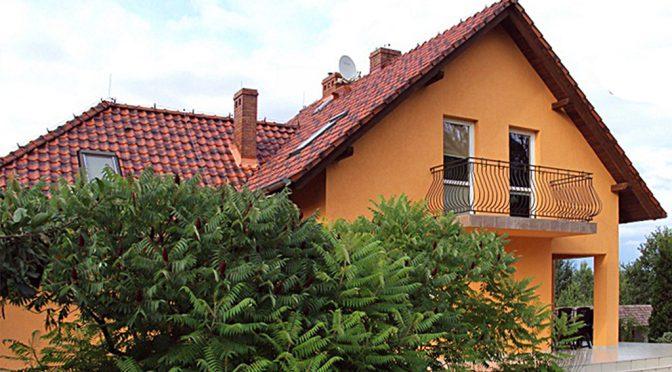 widok od strony ogrodu na ekskluzywna rezydencję do sprzedaży w Zgorzelcu