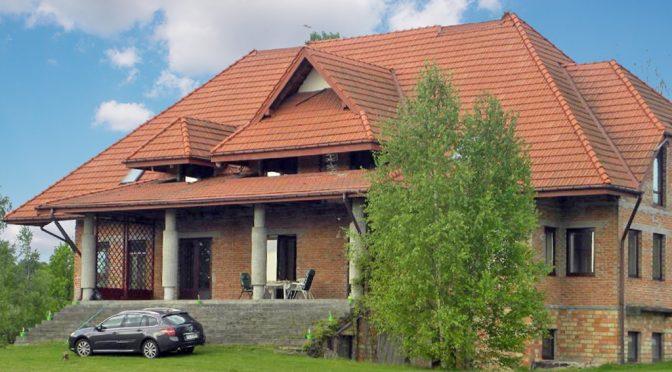 front ekskluzywnej rezydencji do sprzedaży w okolicy Łodzi