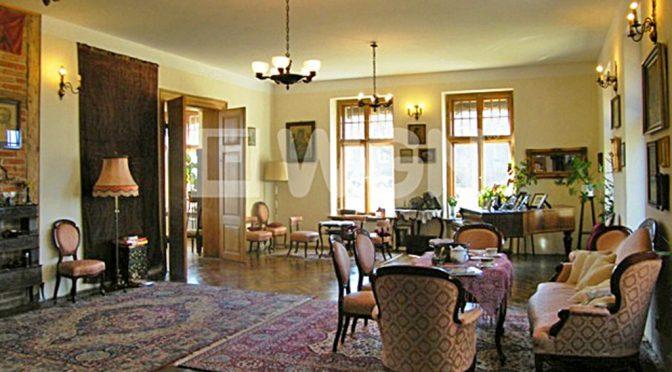 stylowy salon w luksusowej rezydencji do sprzedaży w Drawsku Pomorskim