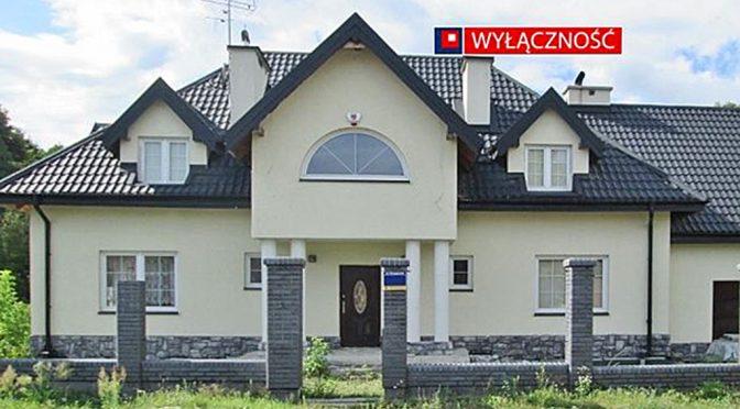 front luksusowej rezydencji do sprzedaży w okolicach Warszawy
