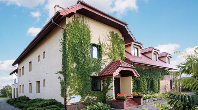 front luksusowej rezydencji do sprzedaży w okolicach Kluczborka