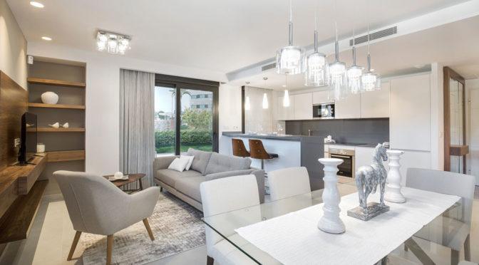 stylowy salon w luksusowym apartamencie do sprzedaży w Hiszpanii