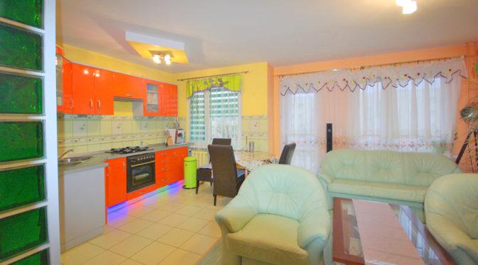 nowoczesna kolorystyka luksusowego wnętrza ekskluzywnego apartamentu do sprzedaży w okolicach Legnicy