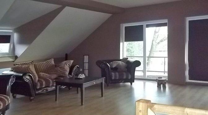 komfortowe wnętrze salonu w luksusowej rezydencji do sprzedaży w Legnicy