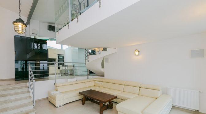 nowoczesne wnętrze salonu w ekskluzywnym apartamencie do sprzedaży w Białymstoku