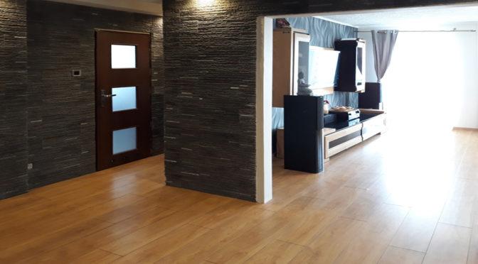 przestronne, ekskluzywne wnętrze luksusowego apartamentu do sprzedaży w Kaliszu