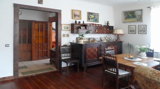 salon w stylu klasycznym w prestiżowym apartamencie w Piotrkowie Trybunalskim na sprzedaż