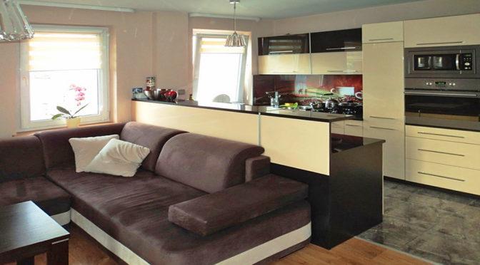 przestronne wnętrze ekskluzywnego apartamentu do wynajmu w Katowicach