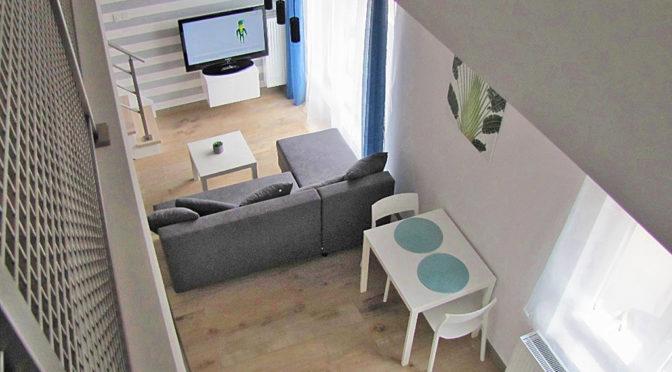 nowocześnie zaprojektowany salon w luksusowym apartamencie do wynajmu w Katowicach
