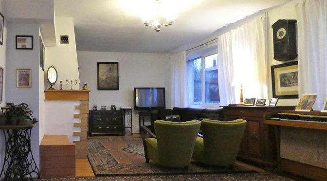 komfortowy salon w ekskluzywnej rezydencji do sprzedaży na Mazurach