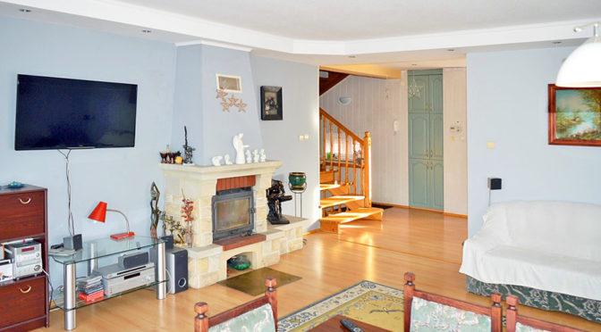 prestiżowe wnętrze ekskluzywnego salonu w luksusowej rezydencji do sprzedaży w okolicach Piły
