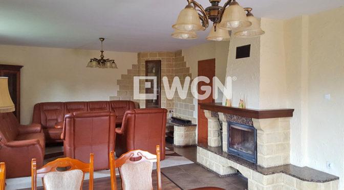 salon w stylu klasycznym w ekskluzywnej rezydencji do sprzedaży w okolicy Ustronia