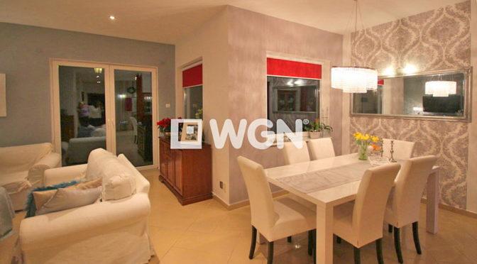 elegancki i wytworny salon w luksusowej rezydencji do wynajmu w okolicy Szczecina