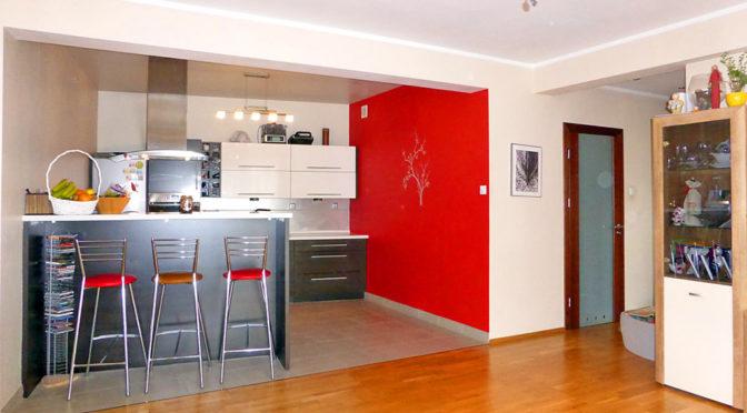 przestronne wnętrze luksusowego apartamentu do sprzedaży na Mazurach
