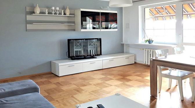 komfortowy salon w ekskluzywnym apartamencie do sprzedąży w Szczecinie