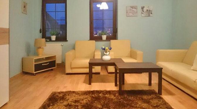 komfortowy salon w ekskluzywnym apartamencie do wynajmu w Szczecinie