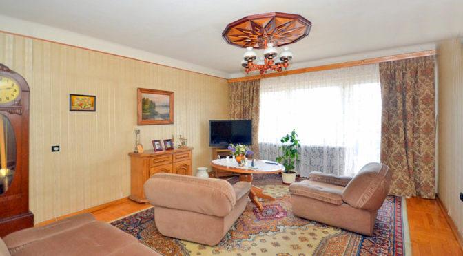 salon w stylu klasycznym w ekskluzywnej rezydencji do sprzedaży w Radomiu