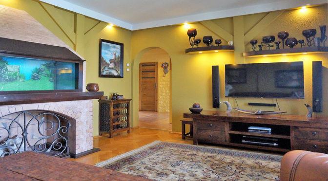 oryginalnie wyposażony salon w luksusowym apartamencie we Wrocławiu na sprzedaż
