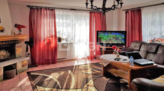wnętrze salonu w ekskluzywnej rezydencji do sprzedaży w Wiśle