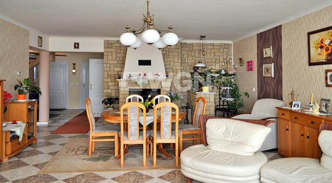 wytworny salon w luksusowej rezydencji do sprzedaży w okolicach Częstochowy