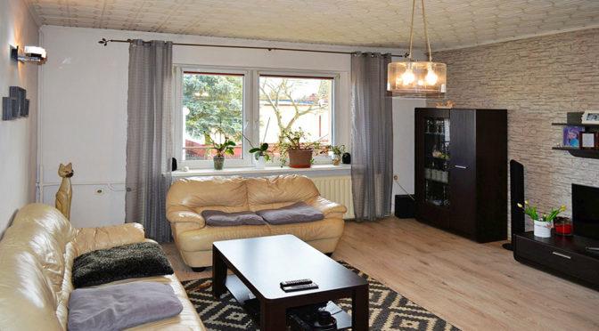 wnętrze komfortowego salonu w luksusowej rezydencji do sprzedaży w okolicach Piły
