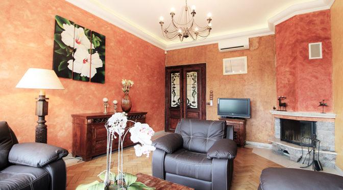 stylowe wnętrze salonu w ekskluzywnym apartamencie na wynajem w Krakowie