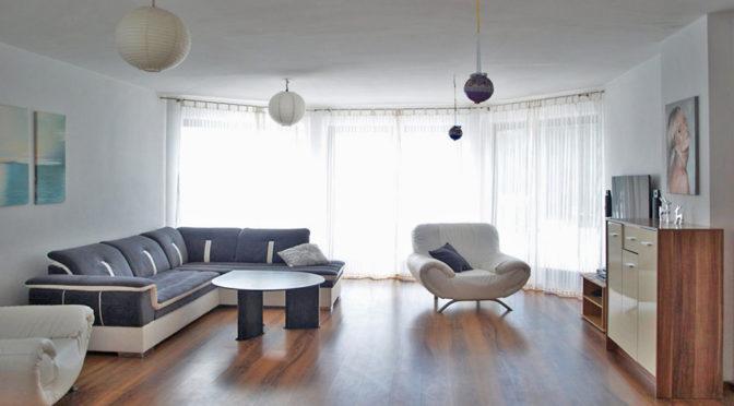 komfortowy salon w ekskluzywnej rezydencji do wynajmu w okolicach Kwidzyna