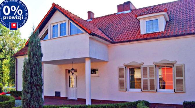 reprezentacyjne wejście do luksusowej rezydencji do sprzedaży w okolicach Żagania