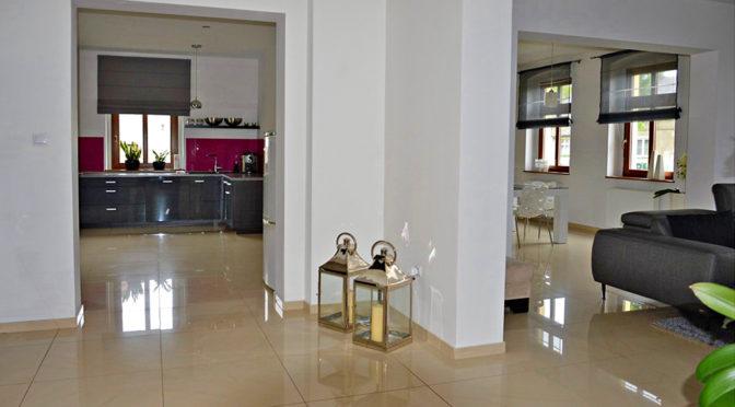 komfortowy rozkład pomieszczeń w luksusowej rezydencji do sprzedaży w okolicach Żagania