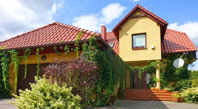 front komfortowej rezydencji w okolicy Torunia na sprzedaż