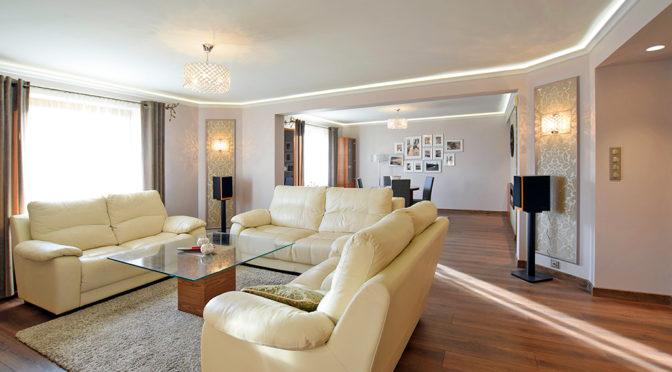 prestiżowe wnętrze ekskluzywnego salonu w luksusowej rezydencji do sprzedaży Suwałki