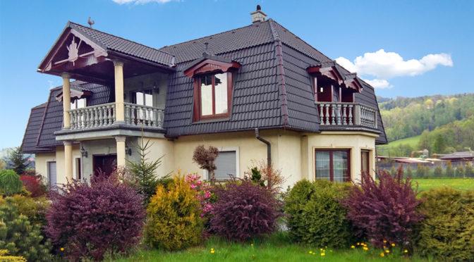 widok od strony ogrodu na luksusową rezydencję do sprzedaży Bielsko-Biała (okolice)