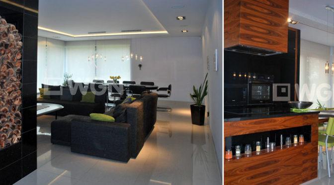 po lewej ekskluzywny salon, po prawej nowoczesna kuchnia w luksusowej rezydencji na wynajem Katowice (okolice)