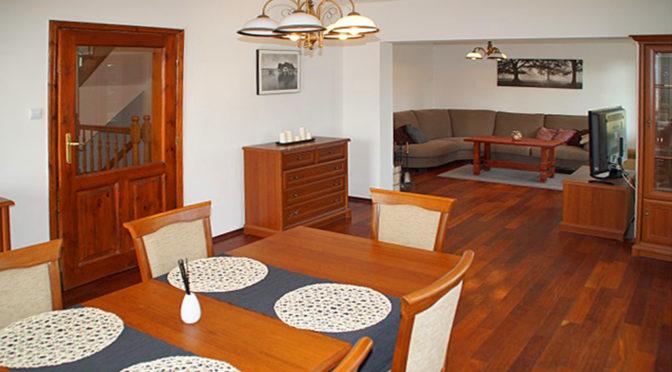 eleganckie wnętrze luksusowej rezydencji na wynajem Słupsk (okolice)