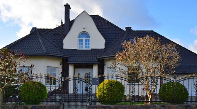widok od frontu na luksusową rezydencję do sprzedaży Słupsk (okolice)