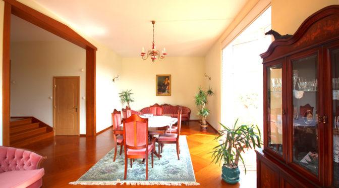 umeblowany w klasycznym stylu salon w ekskluzywnej rezydencji do wynajęcia Szczecin