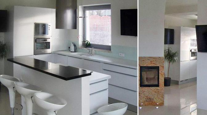 po lewej komfortowy aneks kuchenny, po prawej fragment salonu w luksusowej rezydencji do wynajęcia Szczecin (okolice)