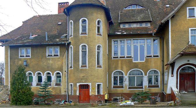 widok od frontu na luksusową rezydencję do sprzedaży Żagań (okolice)