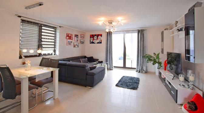 nowoczesny salon w ekskluzywnym apartamencie do sprzedaży Suwałki (okolice)