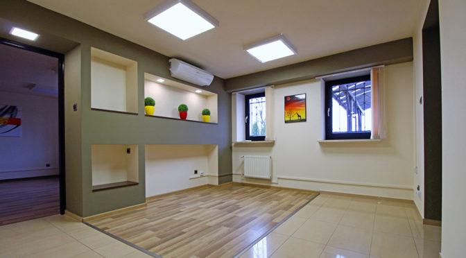 jeden z nowocześnie urządzonych pokoi w luksusowej rezydencji do wynajęcia Kraków