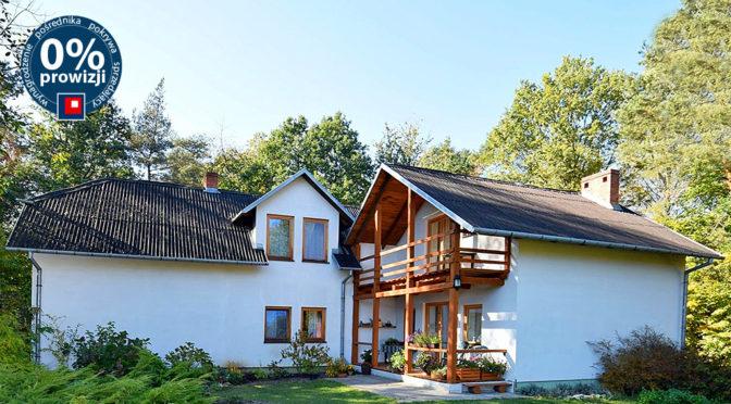 atrakcyjna, zielona okolica, w której znajduje się luksusowa rezydencja na sprzedaż Kazimierz Dolny