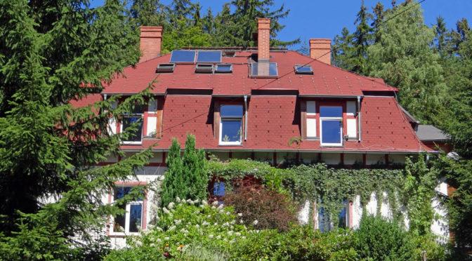 widok od strony ogrodu na luksusową rezydencję na sprzedaż Szklarska Poręba