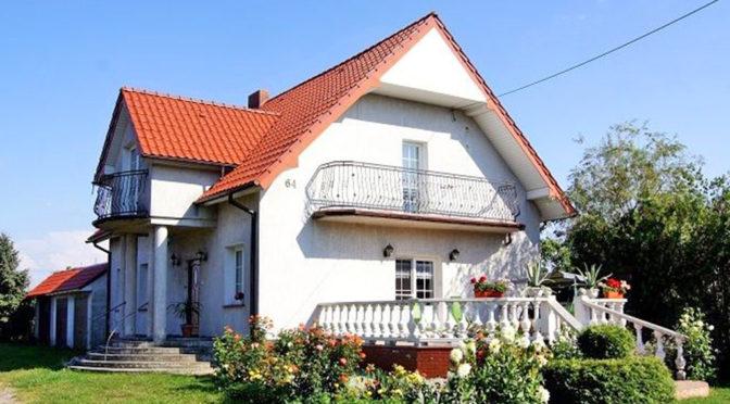 widok od strony tarasu na ekskluzywną rezydencję do sprzedaży Inowrocław (okolice)