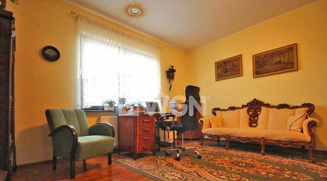 klasyczna aranżacja salonu w ekskluzywnej rezydencji do wynajęcia Szczecin