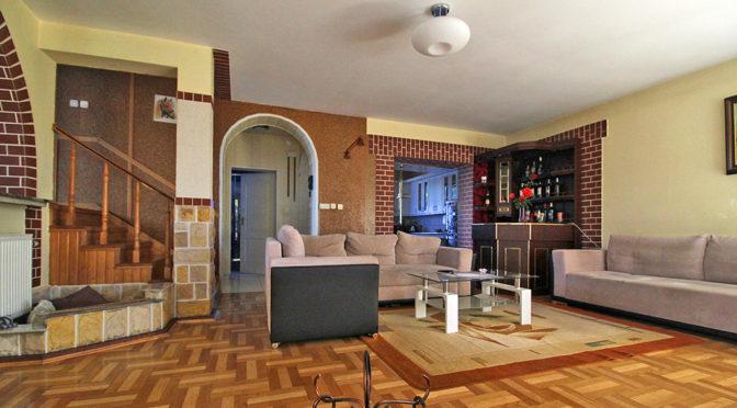 przestronny i luksusowy salon w ekskluzywnej rezydencji na sprzedaż Kraków