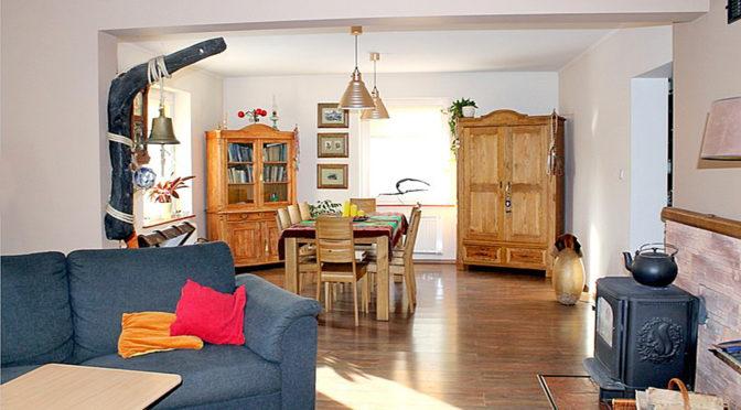 komfortowy salon i hol w ekskluzywnej rezydencji do sprzedaży Tczew