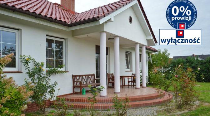 reprezentacyjne wejście z kolumnami do luksusowej rezydencji do sprzedaży Żagań (okolice)