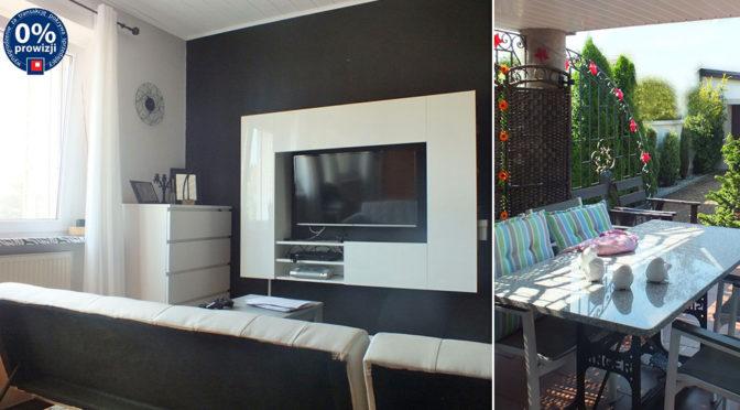 po lewej nowoczesny salon, po prawej taras przy ekskluzywnej rezydencji do sprzedaży Poznań (okolice)
