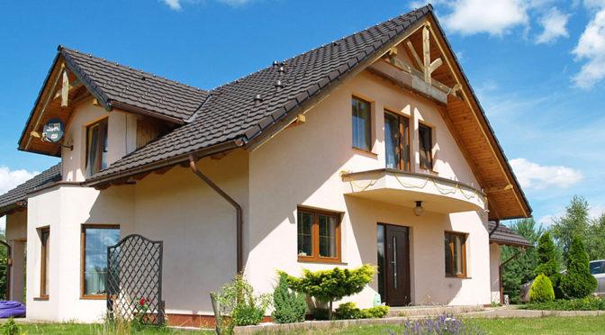 widok od strony ogrodu na luksusową rezydencję na sprzedaż Kwidzyn (okolice)